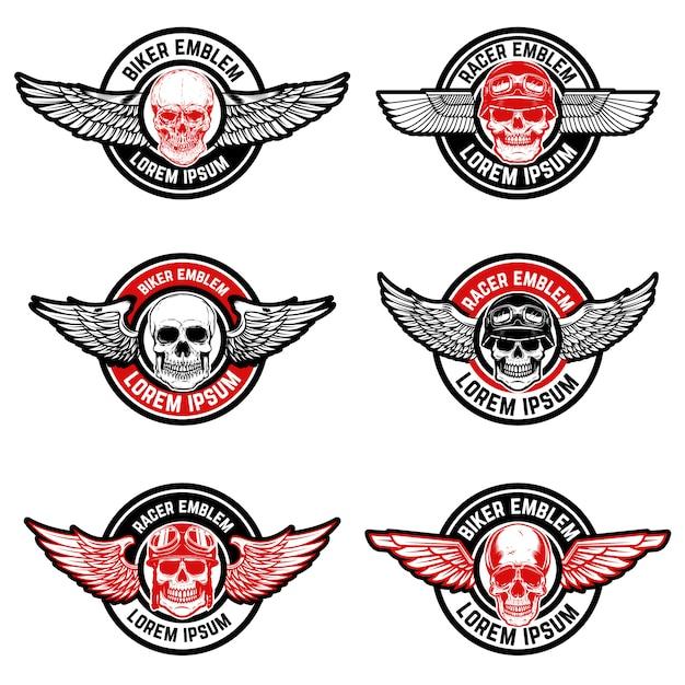 Set di modelli di emblemi di biker club. cranio con le ali. elementi per logo, etichetta, emblema, segno. illustrazione Vettore Premium