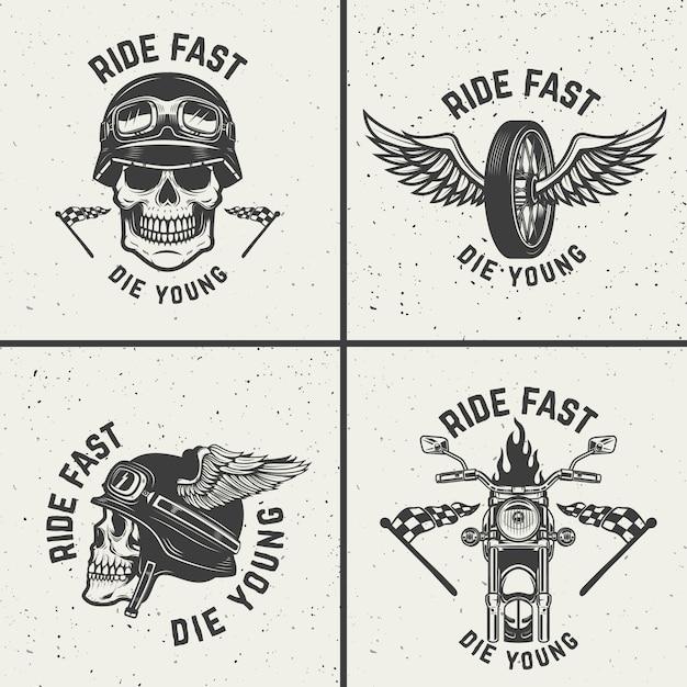 Set di emblemi di motociclisti. teschi da racer, ruote alate. elementi per logo, etichetta, emblema, segno. illustrazione Vettore Premium