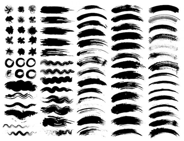 Set di pennellate, pennellate di inchiostro nero grunge. illustrazione vettoriale Vettore Premium