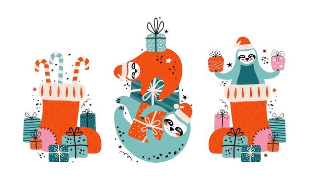 Metti simpatici bradipi pigri nel cappello di babbo natale con tanti regali, caramelle ed elementi festivi. buon natale e felice anno nuovo carta o banner. orsi del personaggio dei cartoni animati. illustrazione in stile scandinavo Vettore Premium