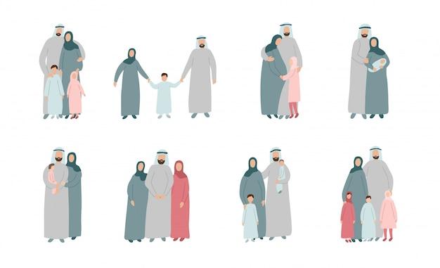 Set di diverse famiglie musulmane. genitori arabi con bambini in abiti tradizionali islamici. personaggi dei cartoni animati isolati su sfondo bianco Vettore Premium