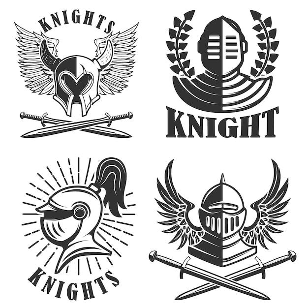Set di emblemi con elmi e spade di cavalieri. elementi per logo, etichetta, badge, segno. illustrazione Vettore Premium