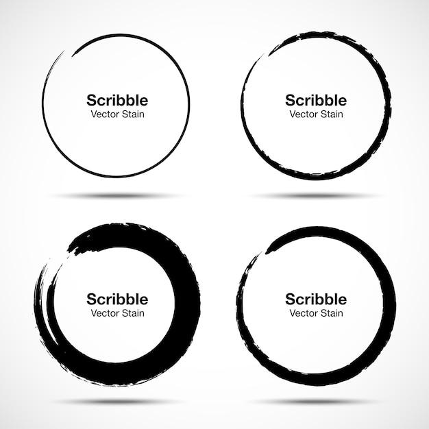 Set di cerchi disegnati a mano utilizzando linee di cerchio scarabocchio disegno schizzo. doodle elementi di design del logo circolare. Vettore Premium