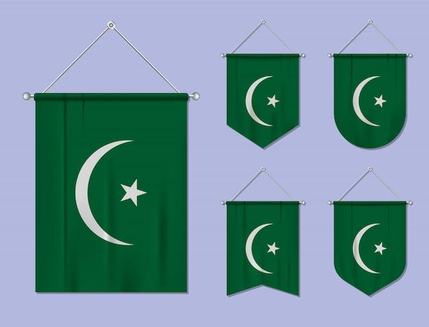Set di bandiere sospese mauritania con trama tessile. forme di diversità del paese di bandiera nazionale. stendardo modello verticale Vettore Premium