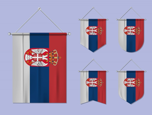 Set di appendere bandiere serbia con trama tessile. forme di diversità del paese di bandiera nazionale. stendardo modello verticale. Vettore Premium