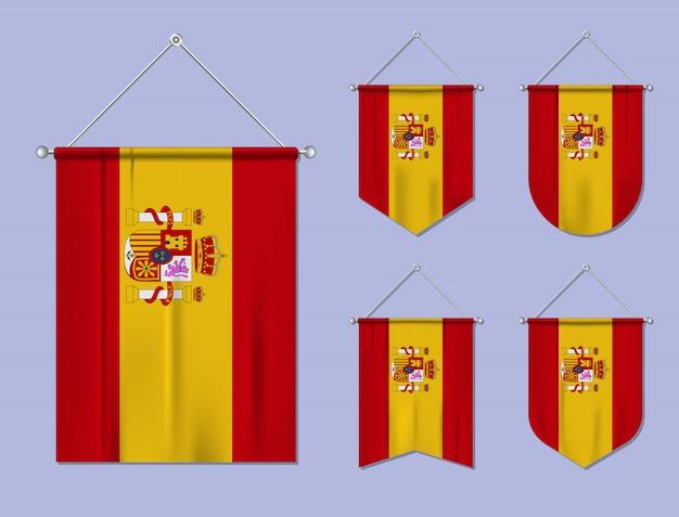Set di appendere bandiere spagna con trama tessile. forme di diversità del paese di bandiera nazionale. stendardo modello verticale Vettore Premium
