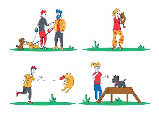 Insieme di persone trascorrono del tempo con animali domestici all'aperto Vettore Premium