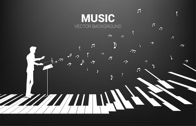 Silhouette del direttore d'orchestra in piedi con il tasto del pianoforte con una nota musicale volante. priorità bassa di concetto per il concerto di pianoforte e la ricreazione. Vettore Premium