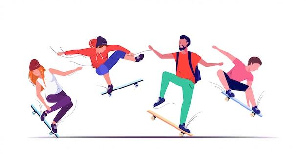 Pattinatori che eseguono acrobazie skateboard concetto adolescenti divertirsi equitazione skateboard schizzo sfondo bianco Vettore Premium