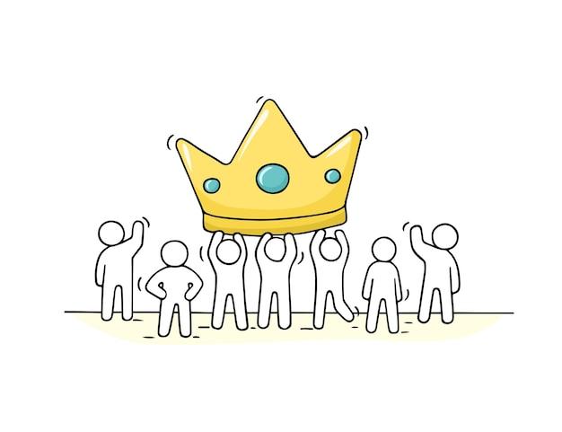 Schizzo di piccole persone che lavorano con grande corona. doodle carino scena in miniatura dei lavoratori sul successo. illustrazione del fumetto disegnato a mano Vettore Premium