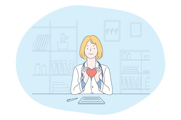 Medico sorridente della donna in uniforme medica che si siede e che tiene cuore rosso nelle mani come simbolo della sanità e dell'assistenza nell'ufficio della clinica medica Vettore Premium