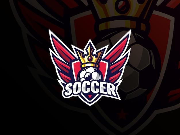 Logo design sport calcio calcio. logo di calcio o illustrazione di vettore del distintivo del segno del club di calcio. re del calcio con ali e scudo Vettore Premium