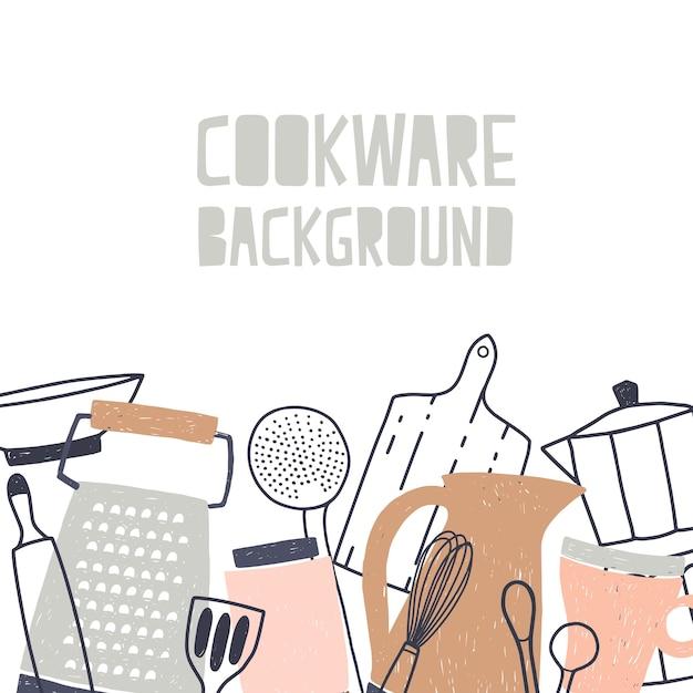 Sfondo quadrato decorato con varie stoviglie o pentole, utensili da cucina e strumenti per la preparazione del cibo sul bordo inferiore su sfondo bianco Vettore Premium
