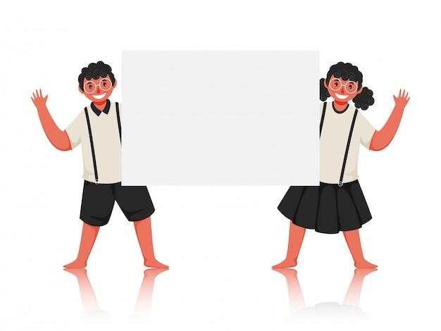 Studente boy and girl saying hello con possesso di un libro bianco in bianco. Vettore Premium