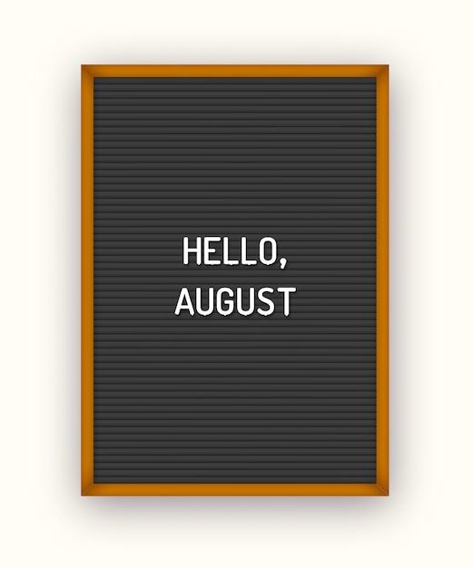 Estate ciao agosto scritte sulla lavagna nera con lettere in plastica bianca. Vettore Premium