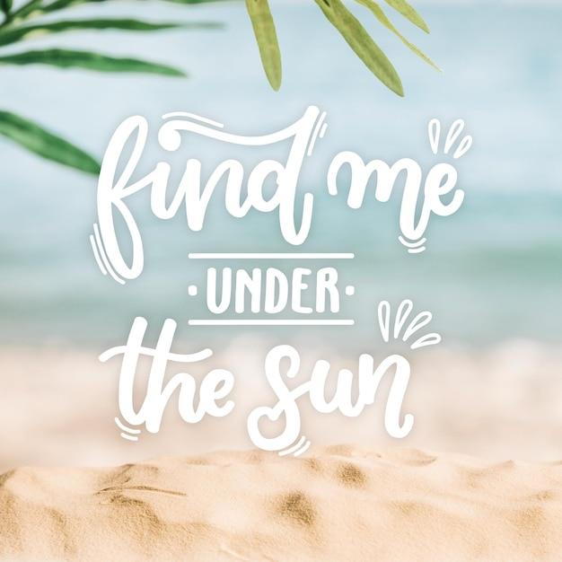 Iscrizione di estate con foto della spiaggia Vettore Premium