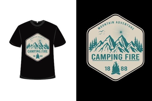 T-shirt mountain adventure camping fire color crema e verde Vettore Premium
