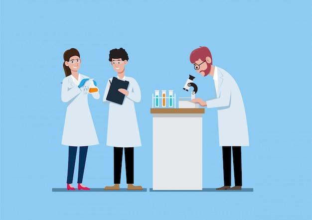 Tre scienziati sulle camice che lavorano nell'illustrazione del laboratorio di scienza Vettore Premium