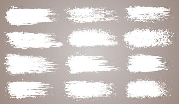 Insieme di vettore delle pennellate artistiche grunge, pennelli. elementi di design creativo. pennellate larghe dell'acquerello di lerciume. collezione bianca isolata Vettore Premium