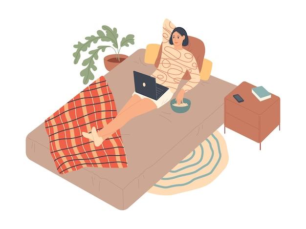 La donna si trova sul letto e guarda la serie sul computer portatile. Vettore Premium