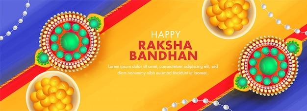 Design intestazione o banner giallo e blu con vista dall'alto pearl rakhis e indian sweet (laddu) per happy raksha bandhan. Vettore Premium
