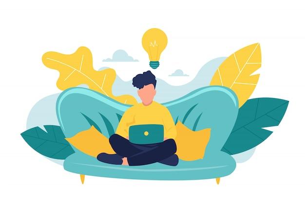 Il giovane sta sedendosi con il computer portatile sul sofà a casa. lavorando su un computer. freelance, formazione online o concetto di social media. illustrazione isolata su bianco Vettore Premium