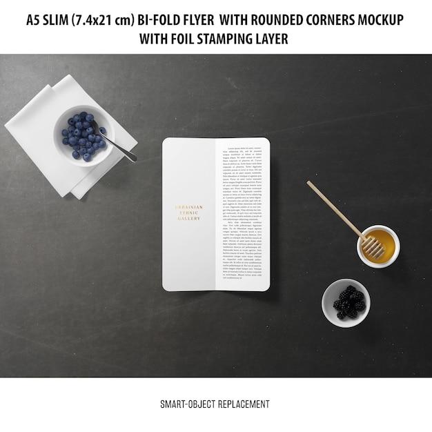 A5 slim bi-fold flyer mockup Gratis Psd