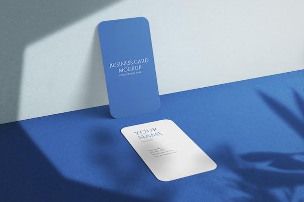 Aangepaste verticale ronde hoek zakelijk visitekaartje met mockup met schaduwoverlays Premium Psd