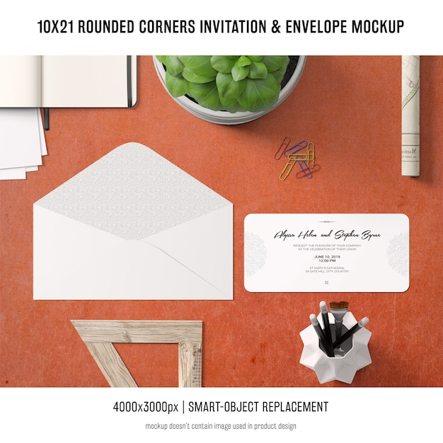 Afgeronde hoeken uitnodiging en envelopmodel Gratis Psd