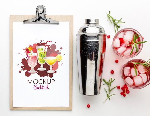 Alcoholische dranken met klembordmodel Gratis Psd