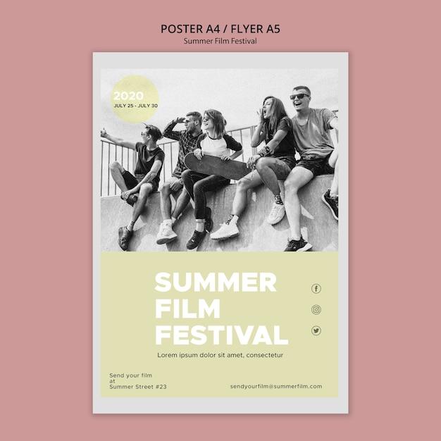Amici nel poster del festival cinematografico estivo Psd Gratuite