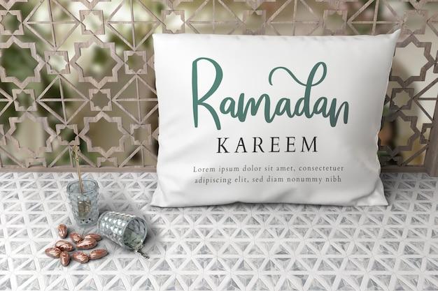Arabisch nieuwjaarsarrangement met dadels en kussen Gratis Psd