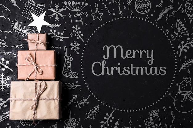 Árbol de navidad hecho de regalos envueltos PSD gratuito