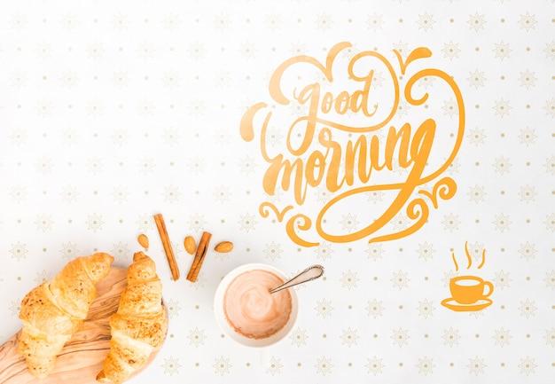 Assortiment van ochtendkoffie en croissants Gratis Psd