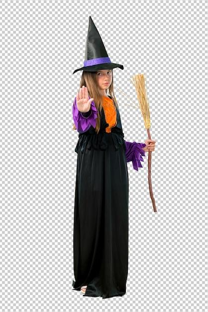 Bambina vestita come una strega per le feste di halloween facendo fermata gesto con la mano Psd Premium