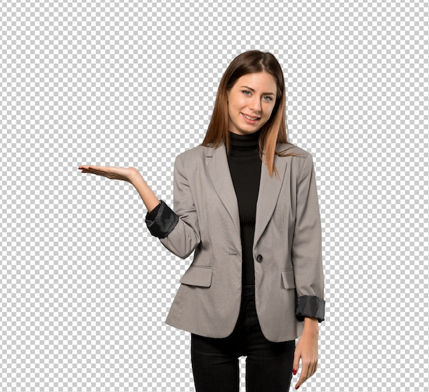 Bedrijfsvrouw die copyspace denkbeeldig op de palm houden om een advertentie in te voegen Premium Psd