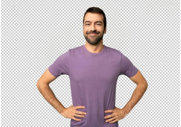 Bell'uomo in posa con le braccia all'anca e ridendo guardando verso la parte anteriore Psd Premium