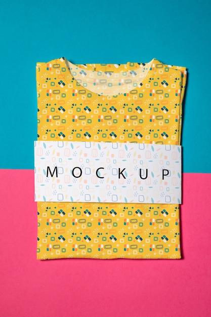 Bella camicia colorata concetto mock-up Psd Gratuite