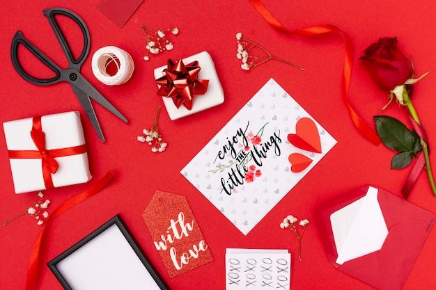 Bello concetto di san valentino con fondo rosso Psd Gratuite