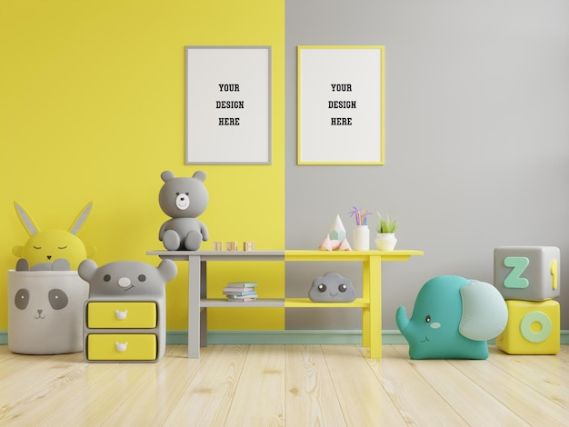 Bespeel posterframes in de kinderkamer op gele verlichte en ultieme grijze muur Gratis Psd