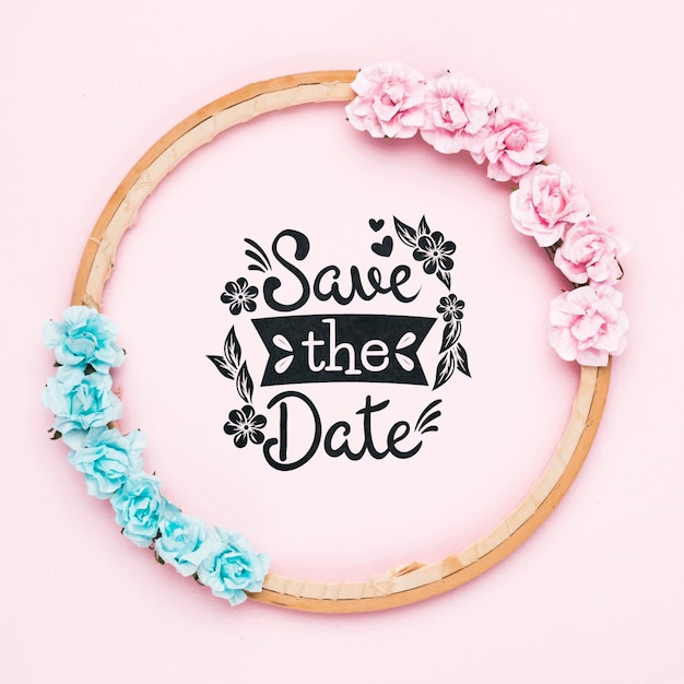 Bewaar het datummodel met blauwe en roze rozen Gratis Psd