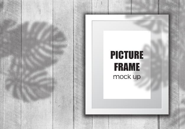 Bewerkbare fotolijst mock up met plantenschaduw-overlay Gratis Psd