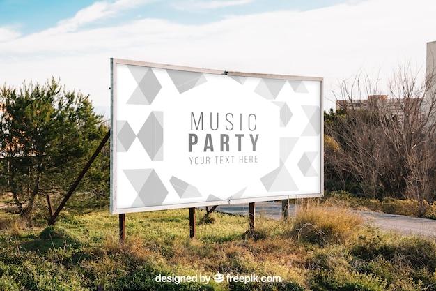 Billboard mockup in de natuur Gratis Psd