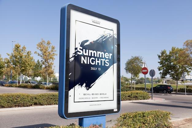Billboard mockup in stedelijke omgeving Gratis Psd