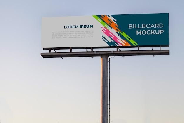 Billboard mockup op avondrood Gratis Psd