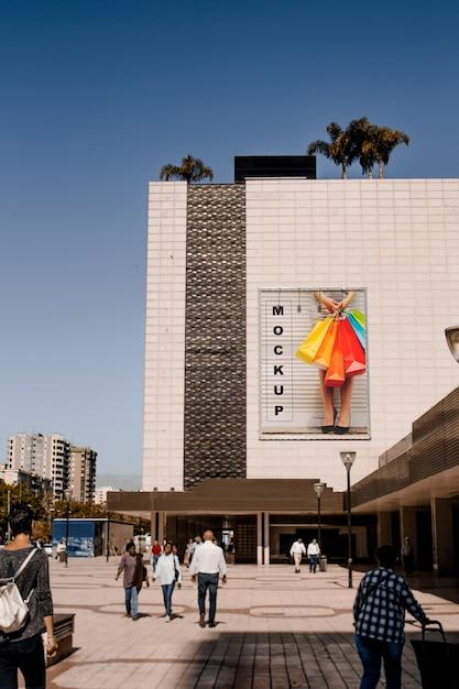 Billboard mockup op groot gebouw Gratis Psd