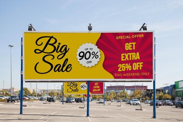 Billboard mockup op parkeerplaats Gratis Psd