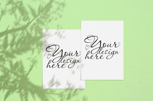 Blanco wit verticaal vel papier met schaduw overlay. moderne en stijlvolle wenskaart of bruiloft uitnodiging mock up Premium Psd