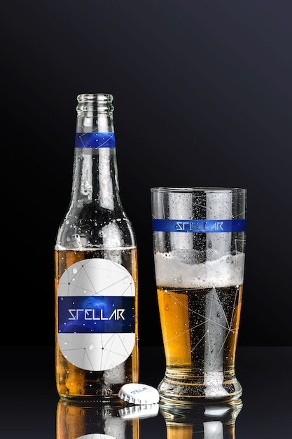 Bottiglia di birra e vetro mock up di progettazione Psd Premium