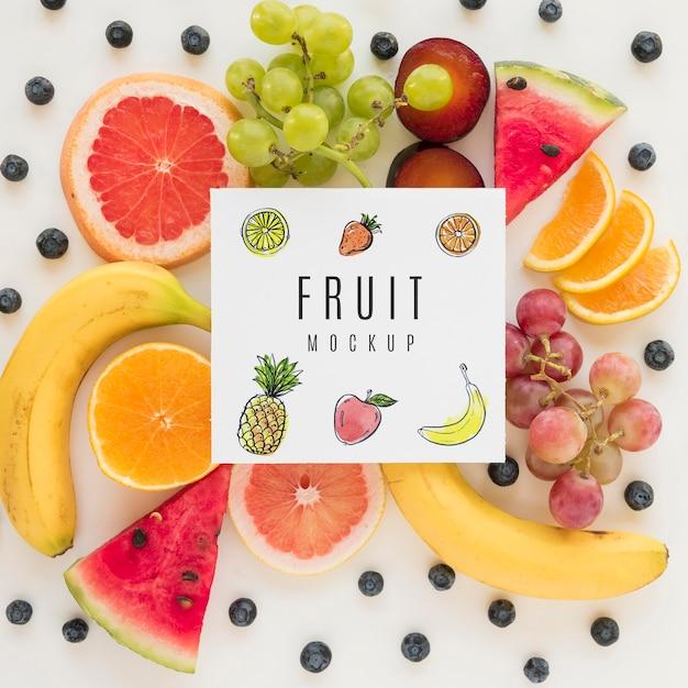 Bovenaanzicht assortiment van biologisch fruit met mock-up Gratis Psd